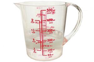次亜塩素酸ナトリウム溶液の希釈は計量カップを用いると便利